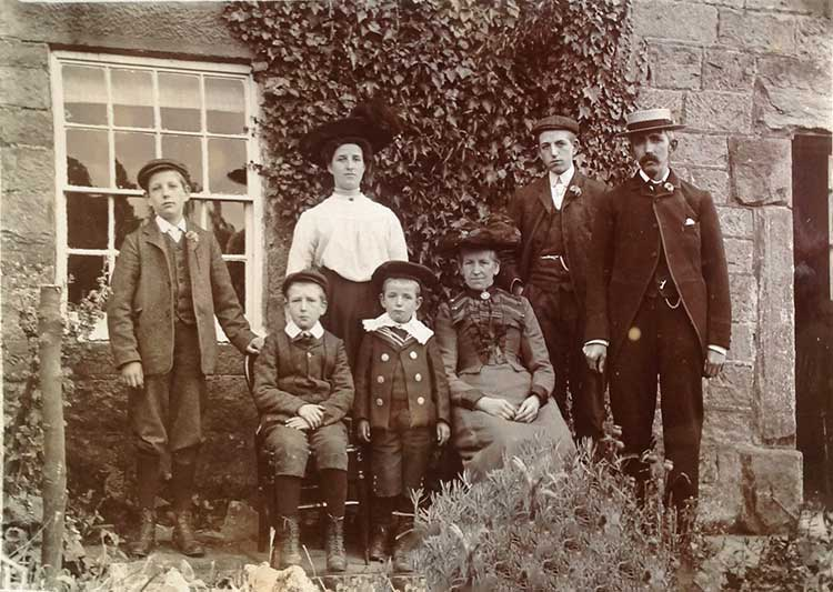 Photo of the Allwood family at Wakebridge